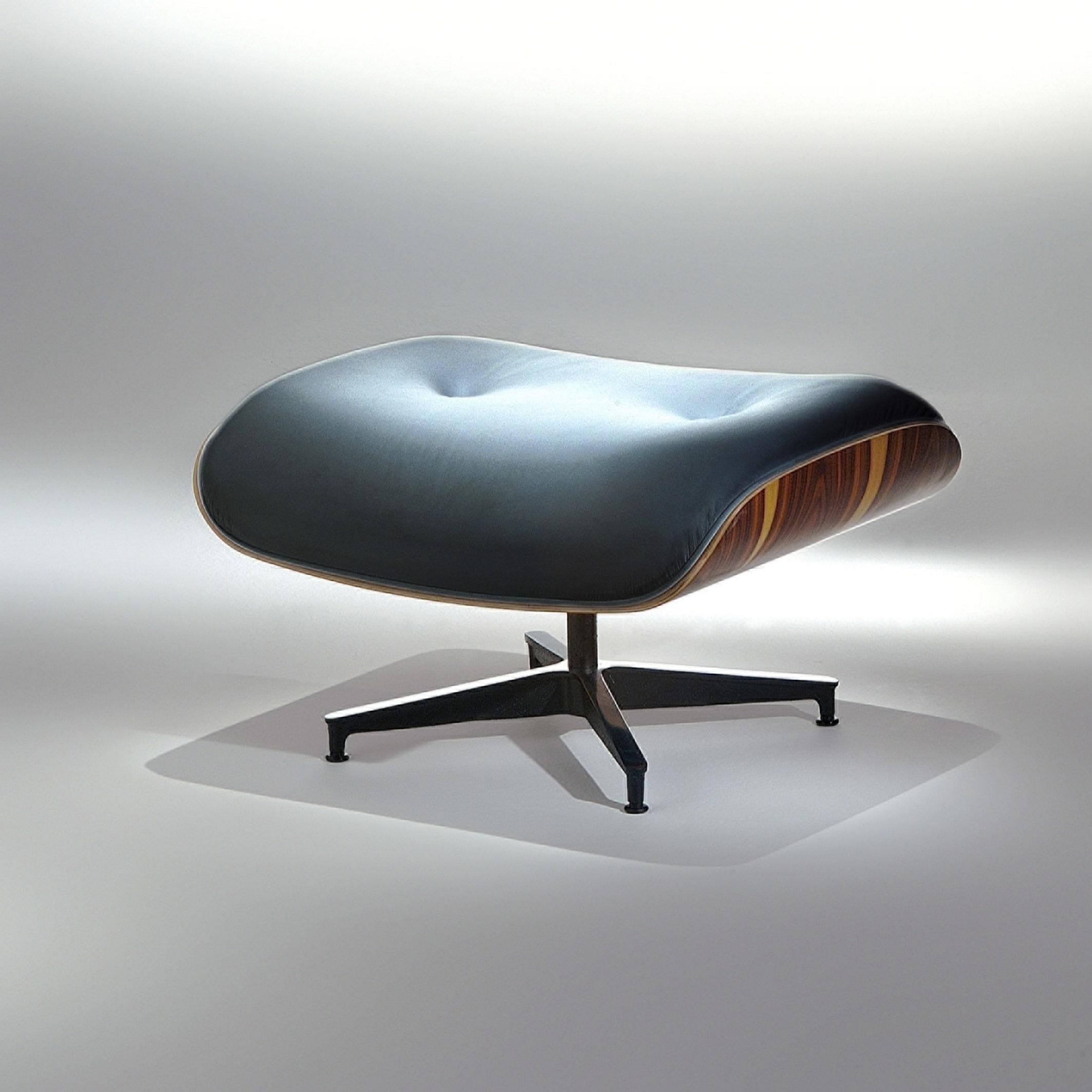 Banqueta Charles Eames Base Alumínio Polido Pintura Preta Studio Mais Design by Charles e Ray Eames