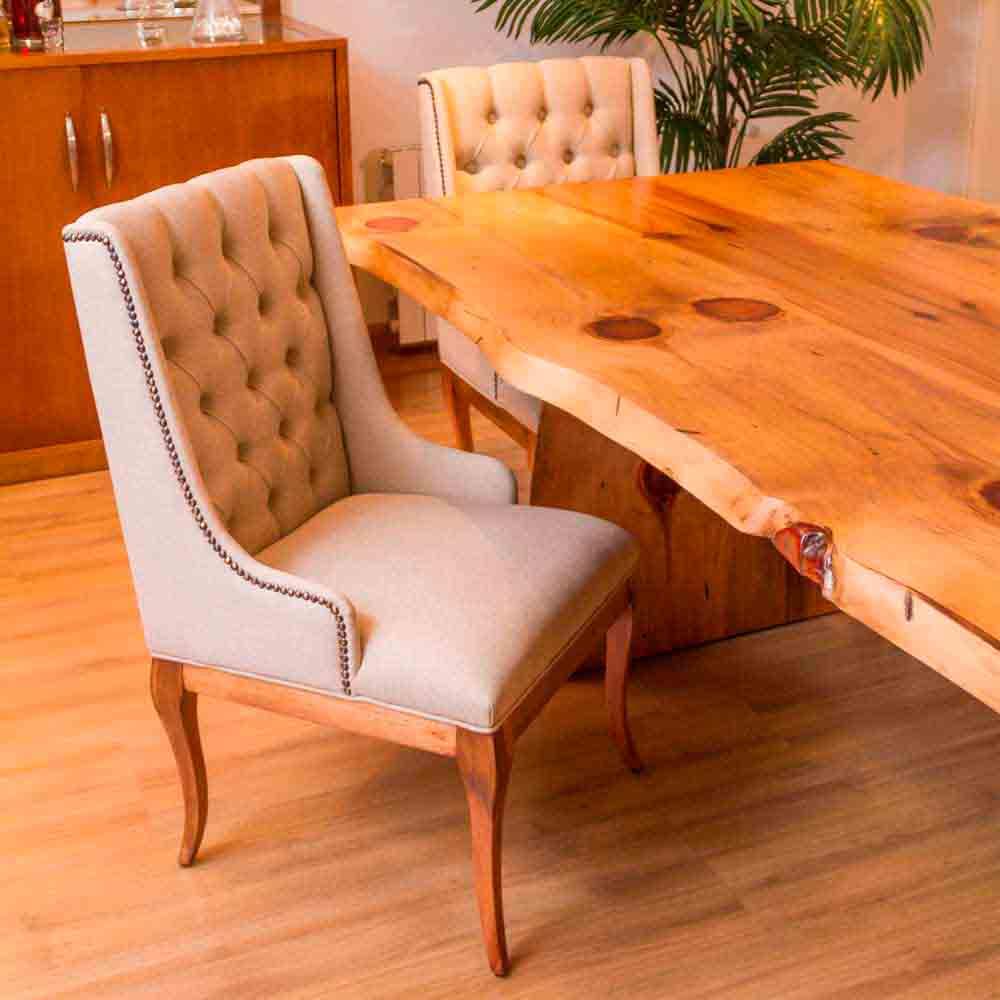 Cadeira Casual com Capitonê Madeira Maciça Design Clássico Avi Móveis