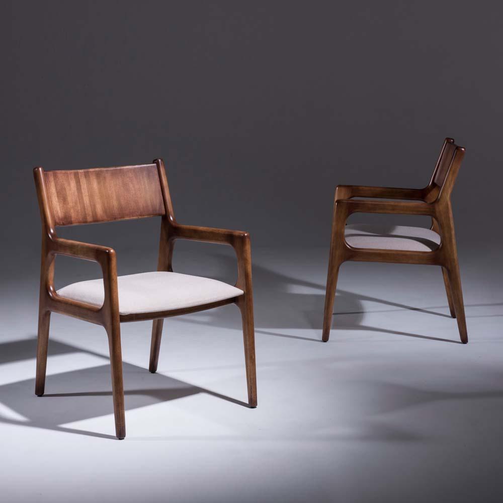 Cadeira Passione com Braço Madeira Maciça Design Clássico Avi Móveis
