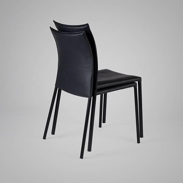 Cadeira H2 Couro Ecológico e Estrutura em Aço Carbono Design by Studio Artesian