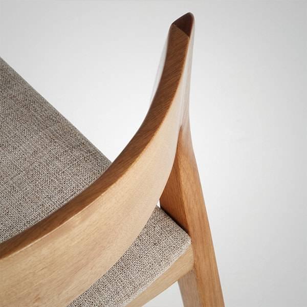 Cadeira Helena Estrutura Madeira Maciça Design by Studio Artesian