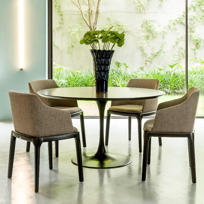 Cadeira Juli Estofada Estrutura em Madeira Maciça Design by Studio Artesian