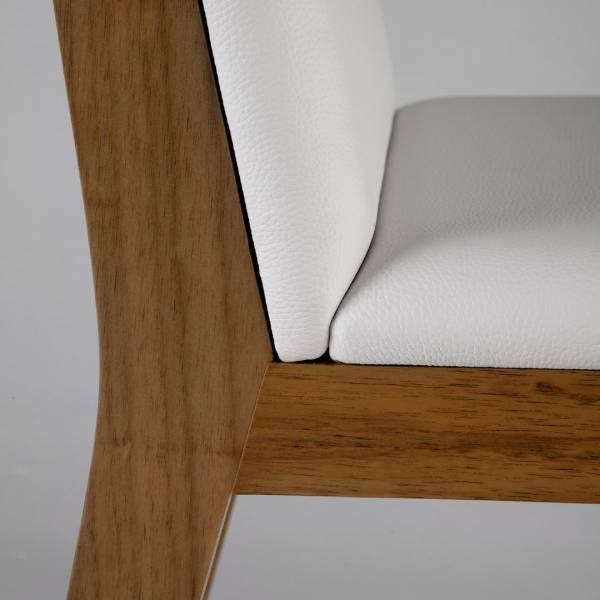 Cadeira Quadra Estofada Estrutura Madeira Maciça Design by Studio Artesian