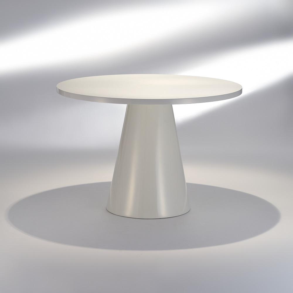 Mesa de Jantar Reverse Estrutura em Fibra Pintura Brilhante Design by Studio Mais