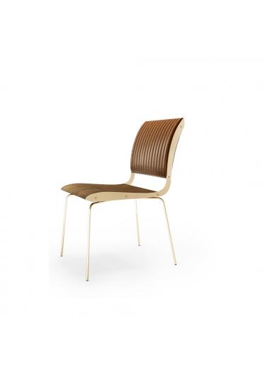Cadeira Falx Estofada e Madeira Maciça Jequitibá Coleção Bari Tremarin Design by Fernando Sá Motta