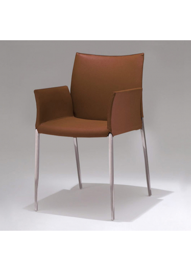 Cadeira com Braço Lia Estrutura em Alumínio Fundido Design by Studio Clássica