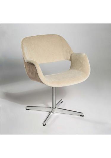Cadeira Giratória com Braço Mooi Base Cruz Design by Studio Clássica