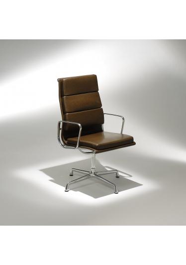 Cadeira EA211 Soft com Braços Base em Alumínio Studio Mais Design by Charles e Ray Eames