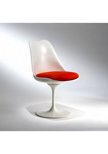 Cadeira Saarinen Fibra Pintada e Base Giratória em Alumínio Fundido Studio Mais Design by Eero Saarinen