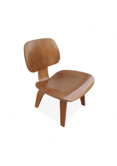 Poltrona LCW Lâmina de Madeira Artesian Clássicos de Design by Charles e Ray Eames