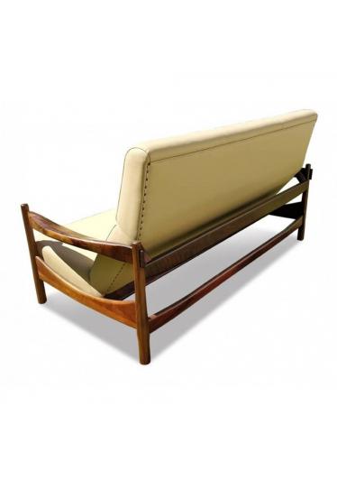 Sofa Malu em Madeira Maciça com Pinturas e Tecidos Personalizados