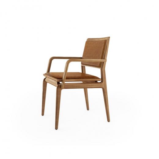 Cadeira com Braço Aria Estofada Base Jequitibá Coleção Bari Tremarin Design by Fernando Sá Motta