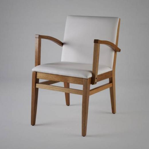 Cadeira com Braço Quadra Estofada Estrutura Madeira Maciça Design by Studio Artesian