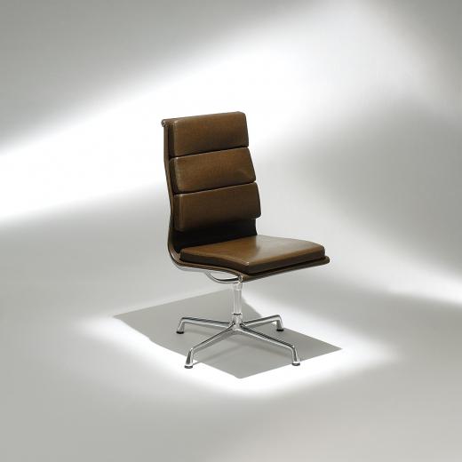 Cadeira EA209 Soft Base em Alumínio Studio Mais Design by Charles e Ray Eames