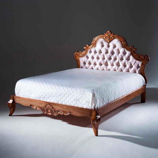 Cama Luxo com Capitonê Madeira Maciça Design Clássico Avi Móveis