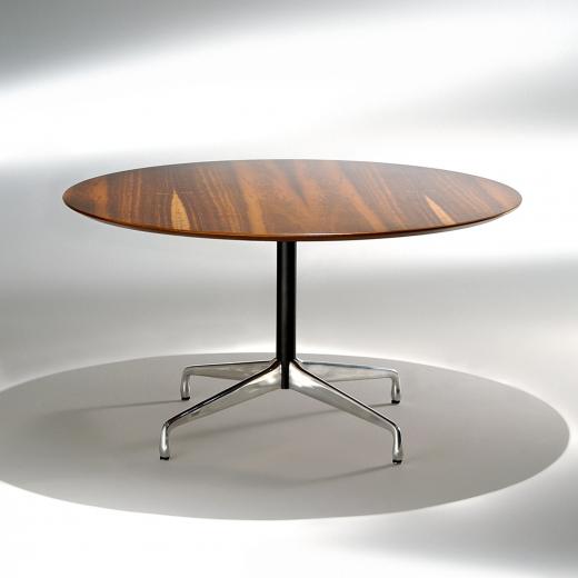 Mesa de Jantar Segmentada 1 Coluna Alumínio Polido e Aço Pintura Preta Studio Mais Design by Charles e Ray Eames