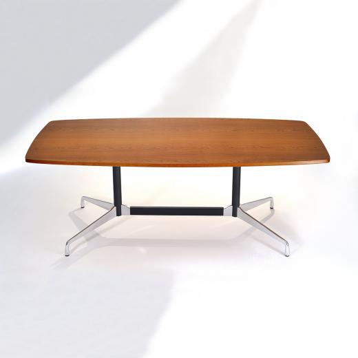 Mesa de Jantar Segmentada Raiada 2 Colunas Alumínio Polido e Aço Pintura Preta Studio Mais Design by Charles e Ray Eames